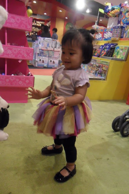 Anika Meets Toys R' Us The First Time