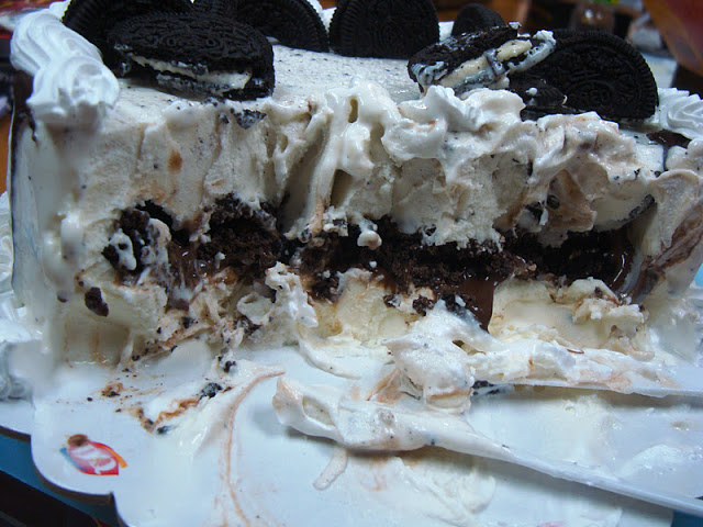 The Oreo Ice Cream Cake Has Rich Chocolate Filling Inside