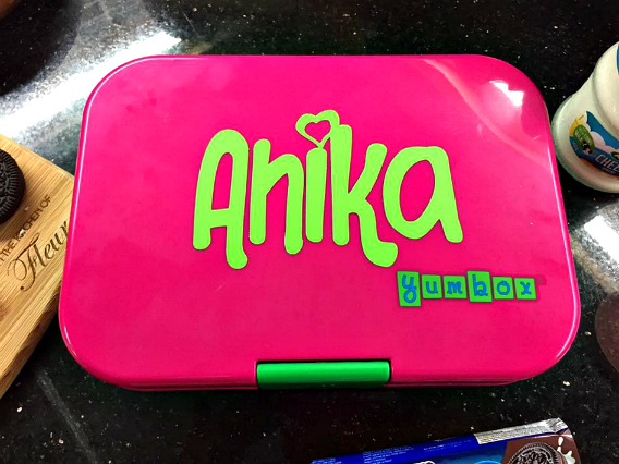 When i got home the day i received the yumbox i asked anika to open it from its wrapper pagkabukas omg siya ng omg lol